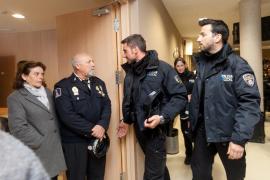 Plantón de una veintena de policías locales a Cladera por la ley de coordinación
