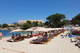 Las playas de Sant Josep tendrán casi 600 hamacas menos el próximo verano