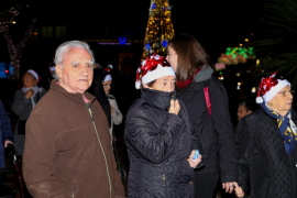 Usuarios de Sa Residència disfrutan del alumbrado navideño gracias a Élite Corsaris (Fotos: I. Arango).