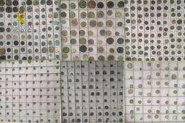 La Guardia Civil investiga a tres personas por posesión de numerosas monedas antiguas
