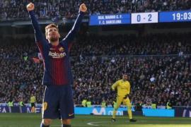 El Barça pega un mordisco a la Liga en el Bernabéu