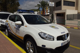 Detenido tras robar en un hotel de Santa Eulària y rociar con cava varios vehículos