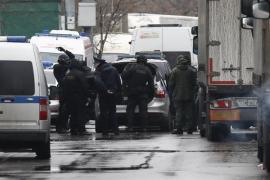 Un muerto y tres heridos en un tiroteo todavía en curso en una fábrica de Moscú