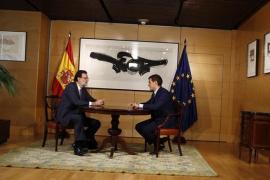 Rajoy y Rivera analizan en Moncloa la situación y las negociaciones sobre financiación autonómica y PGE