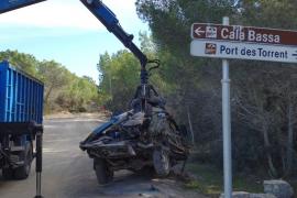 Sant Josep retira 18 vehículos abandonados en varias zonas del municipio