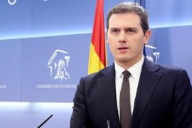 """Rivera replica a PP y PSOE que su """"hundimiento"""" impide que Arrimadas pueda gobernar e insiste en presidir el Parlament"""