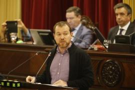 Polémica por la propuesta de Abril de poner límites a los debates del Parlament