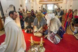 Los niños, los grandes protagonistas de las cabalgatas de Puig d'en Valls y Jesús