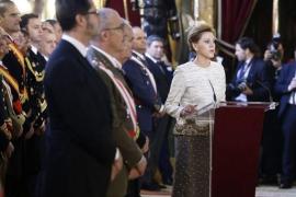 """Cospedal dice ante el Rey que """"no hay particularismo"""" capaz de quebrar España como nación"""