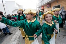 Los vecinos de Puig d'en Valls reciben a los Reyes Magos