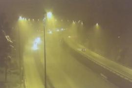 La DGT anuncia el cierre inmediato al tráfico de la AP-6 por la intensidad de la nevada