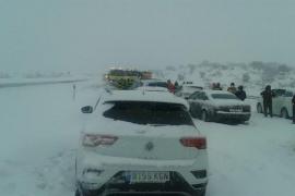 El director de la DGT dice que los conductores no tomaron precauciones ante el temporal de nieve