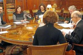 Armengol arranca el compromiso de Montoro de aprobar el REB este año