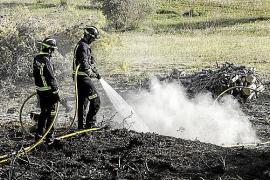 Una quema descontrolada acaba afectando a 500 m² de una finca de Sant Miquel