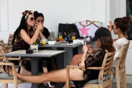 El 80% de los bares y restaurantes de Baleares incumplen la normativa antitabaco en sus terrazas