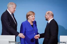 """Merkel y Schulz defienden el pacto inicial para lograr un """"Gobierno estable"""" en Alemania"""
