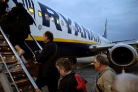 Ryanair empezará a aplicar desde el lunes su nueva política de equipajes