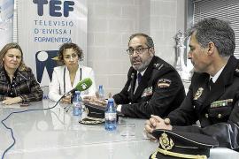 La delegada del Gobierno preside la toma de posesión del nuevo comisario de Ibiza, Manuel Hernández
