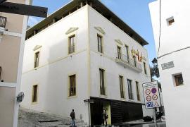 Vila sanciona a dos empresas con 156.000 euros por instalar vallas publicitarias sin licencia