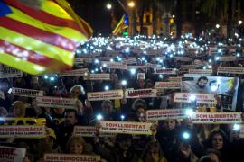 Miles de personas piden la libertad de Sànchez y Cuixart en Barcelona