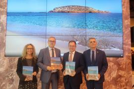 Sant Josep presenta en Fitur un libro con imágenes de sus costas