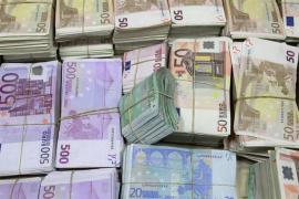La prima de riesgo español baja de 90 puntos básicos antes de la evaluación de Fitch