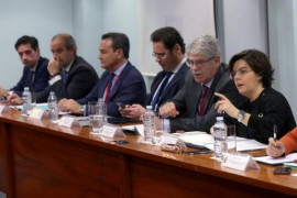 """Sáenz de Santamaría pide a Puigdemont que """"deje de resucitar a Franco"""""""