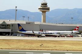El Govern y AENA piden a Fomento que las aerolíneas bajen los precios de los billetes