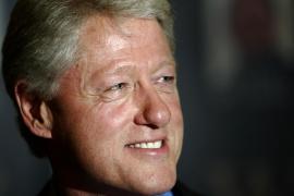 Clinton abandona el hospital tras someterse a una operación cardíaca