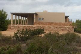 """El PP sospecha de """"trato de favor"""" al dueño de Mango para construir una vivienda en Punta Gavina"""