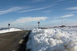 La nieve afecta a más de 100 carreteras y obliga a cortar 8 vías