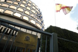 El Constitucional debate suspender la investidura de Puigdemont solo si es a distancia