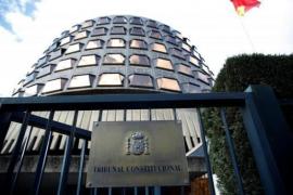 El Constitucional ha acordado por unanimidad suspender la investidura de Puigdemont si no acude al Parlament