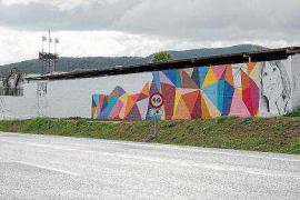 La lluvia impide terminar el grafiti de Proyecto Juntos