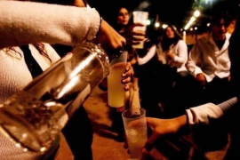El operativo policial por las fiestas de Sant Antoni retira 35 botellas de alcohol a menores de edad
