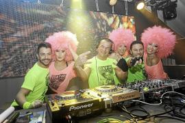 Sant Antoni vibra al ritmo de los mayores éxitos de La Movida