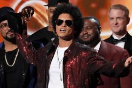 Bruno Mars se queda con los principales premios Grammy