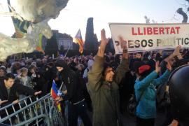 Trece atendidos por heridas leves durante la concentración ante el Parlament catalán