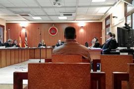 El portero que se enfrenta a una pena de 8 años de cárcel niega haber dado un puñetazo al cliente