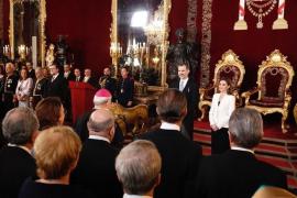 """El Rey agradece a los embajadores extranjeros el """"apoyo sin fisuras"""" sobre Cataluña, """"la más grave crisis"""" reciente"""
