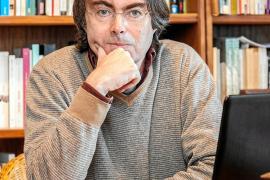 «Me halaga que en el mundo de la literatura me consideren un 'outsider'»