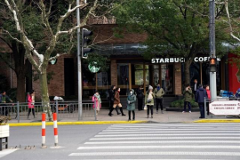 Heridas 18 personas después de que una furgoneta atropellara a un grupo de viandantes en Shangái