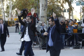 El TC admite el recurso de Sánchez y Cuixart contra su prisión