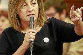 La consellera Tur a Gómez: «No sé si me quiere ver en la cárcel o en una cuneta»