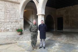 El comandante general de Baleares, Juan Cifuentes, recibió ayer en el Palacio de la Almudaina...