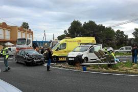 Jornada accidentada con un motorista grave en Sant Jordi y un aparatoso choque en ses Païsses