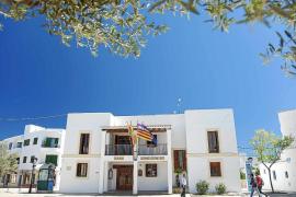 Acusan al Consell de Formentera de denegar una excedencia para el cuidado de un menor de tres años