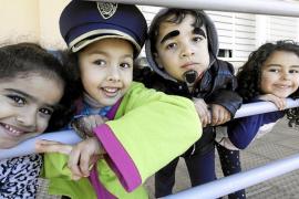 El 'dijous llarder' desembarca en los 'coles' pitiusos para dar por inaugurado el carnaval