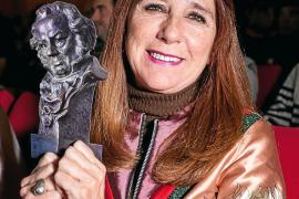 Gracia Olayo llena de elegancia y glamour el Cine Regio de Sant Antoni