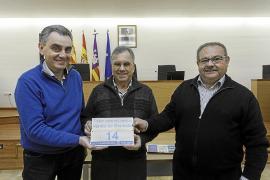 Sant Joan empieza el reparto de las placas de geolocalización a más de 200 casas de campo